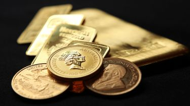 Gold coins and bars © Chris Ratcliffe/Bloomberg via Getty Images