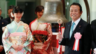Japanese finance minister Taro Aso rings the opening bell at the Tokyo Stock Exchange © 	KIMIMASA MAYAMA/EPA-EFE/Shutterstock