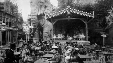 The garden of the Moulin Rouge © Hulton Archive/Getty Images
