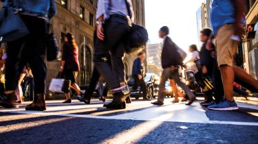 People crossing a city street © Getty Images/iStockphoto