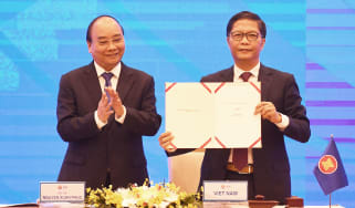 Vietnam's PM Nguyen Xuan Phuc & Minister of Industry Tran Tuan Anh
