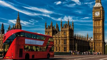 Bus on Westminster Bridge © Getty Images/iStockphoto