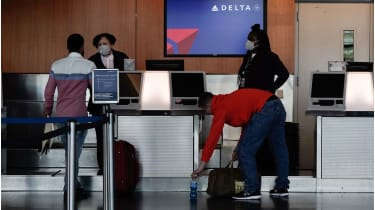 Delta Airlines check-in desk © Bing Guan/Bloomberg via Getty Images
