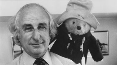 Author Michael Bond with Paddington Bear © Malcolm Clarke/Keystone/Hulton Archive/Getty Images