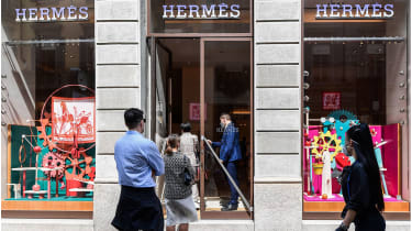 People queueing at a Hermes shop  © MIGUEL MEDINA/AFP via Getty Images)