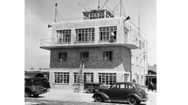 Heathrow airport control tower, 1948 © Popperfoto via Getty Images