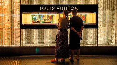 Louis Vuitton shop window © Paul Yeung/Bloomberg via Getty Images