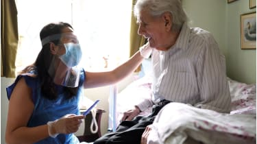 Care worker and patient © Karwai Tang/Getty Images