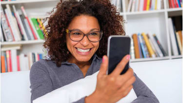 Woman looking at her phone © Getty Images/iStockphoto