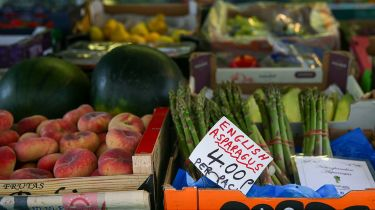 Greengrocer's stall ©Hollie Adams/Bloomberg via Getty Images