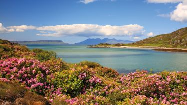 Islands of Eigg and Rum © Albaimages / Alamy Stock Photo