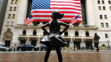 Fearless Girl statue in front of the New York Stock Exchange