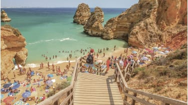 Praia do Camilo, Portugal © Getty Images