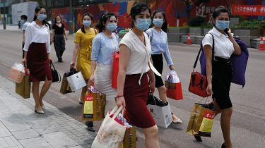 Shoppers in Beijing © WANG ZHAO/AFP via Getty Images