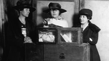 American women voting in the 1920s © National Photo Company/Library of Congress/Corbis/VCG via Getty Images