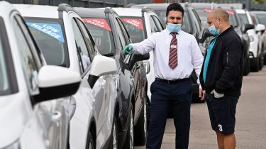 Car salesman © JUSTIN TALLIS/AFP via Getty Images