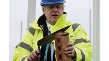 Boris Johnson with a trowel © Getty Images