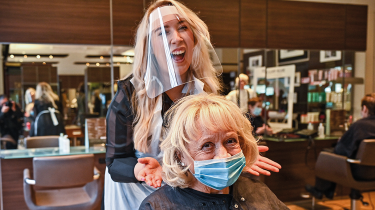 Women at a hairdresser's © Getty