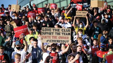 Arsenal fans protesting