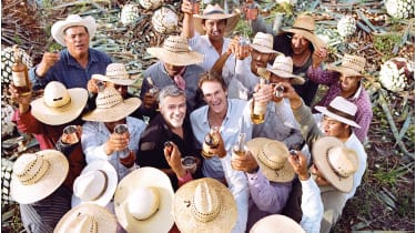 George Clooney and some people in straw hats © Casamigos/Diageo