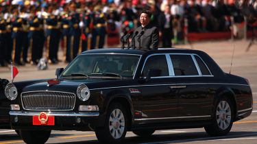 Xi Jinping in a limousine © Alamy