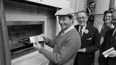 Reg Varney using the first cash machine © Tom King/Mirrorpix/Getty Images