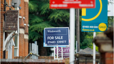 House for sale signs © Luke MacGregor/Bloomberg via Getty Images